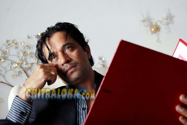 Arjun Sarja Contract Movie Image