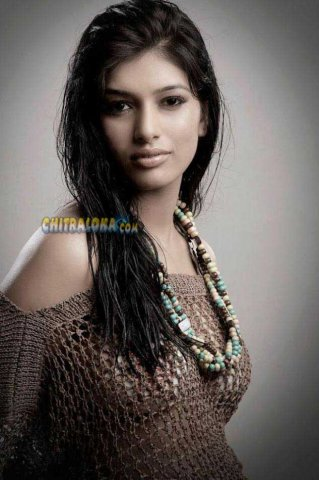 Divya Bhandari Hot Images
