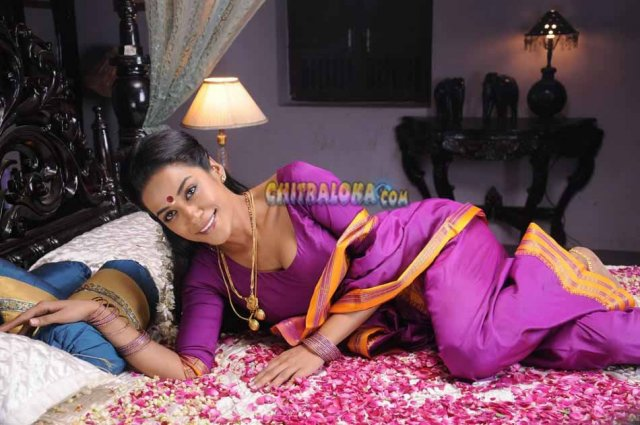Mumaith Khan Saree Image