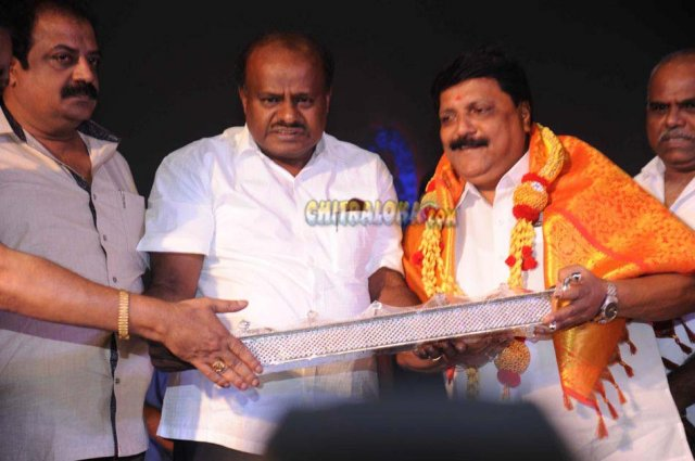 HD Kumaraswamy Honored by KFCC