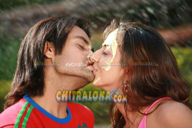 Kissing pic gallery