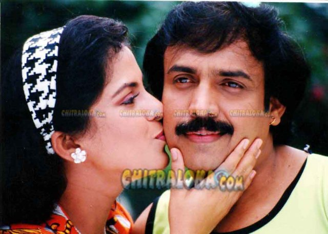 Yarige Beda Duddu Movie Kissing Image