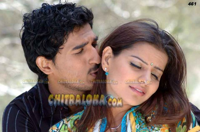 Yuva Movie Kissing Image