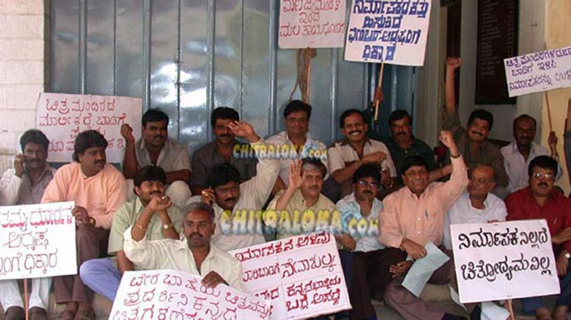 munirathna in a protest on 17-05-2001 (pic km veeresh)