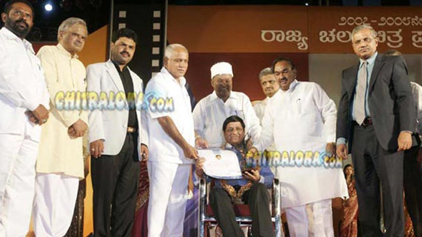 basanth kumar patil receiving state award