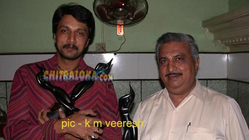 sudeep with film fare awards image