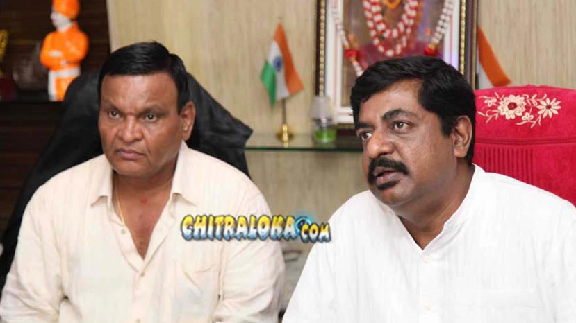 srinivas gives cheque to yograj bhat