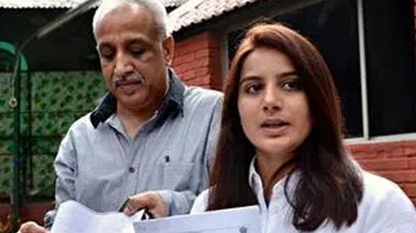 pooja gandhi's father gets arrest warrant