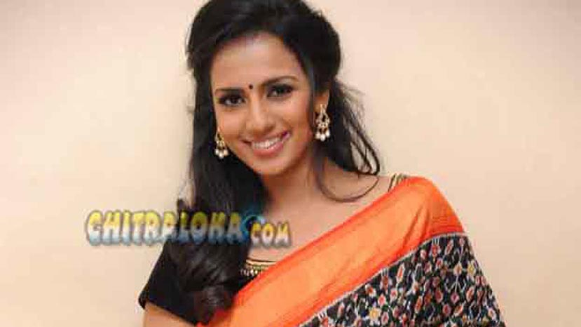 sruhti hariharan in ladies tailor