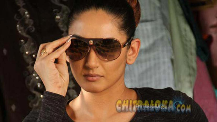 ragini plays an investigative officer