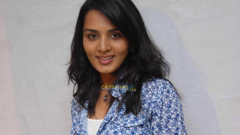 sindhu loknath in court against producer