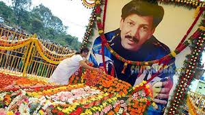 vishnu fans comes forward to help vishnu memorial