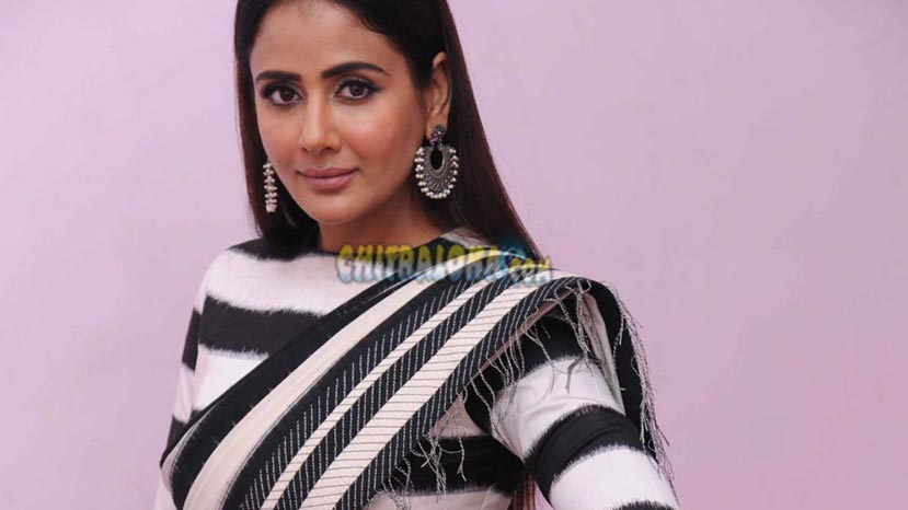 parul yadav talks in kannada with fans