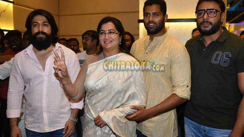 darshan and yash pledge support to sumalatha ambareesh