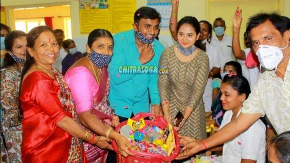 amulya attends baby shower function