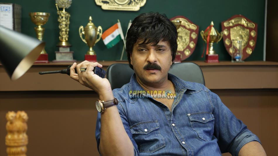 crazy star in aa drishya with no heroine and song